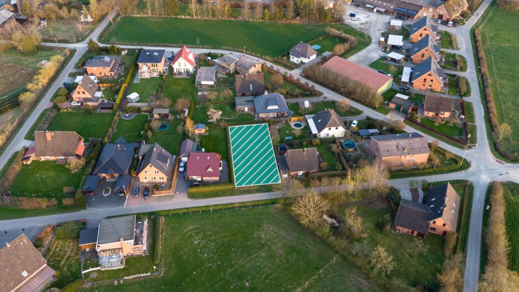 Sie sind auf der Suche nach einem Grundstück für Ihre Immobilie? Eine Baulücke kann eine sinnvolle Alternative zum Neubaugebiet sein.